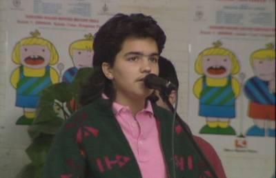 II. Eskolarteko finala. Gernika, 1990. Maialen Lujanbio, Beñat Gaztelurrutia eta Oihane Enbeita