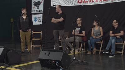 Fredi Paia, Amets Arzallus, Uxue Alberdi eta Igor Elortza. Jubilatu etxeko arduraduna bidaiak antolatzen.
